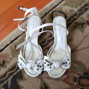 Hush Puppies White leather bow Sandals size 36